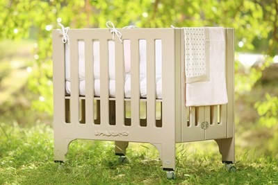 foldable-rectangular-crib-bed-chemical-free-milky-coffee-coloring-100-organic-cotton-mattres-2